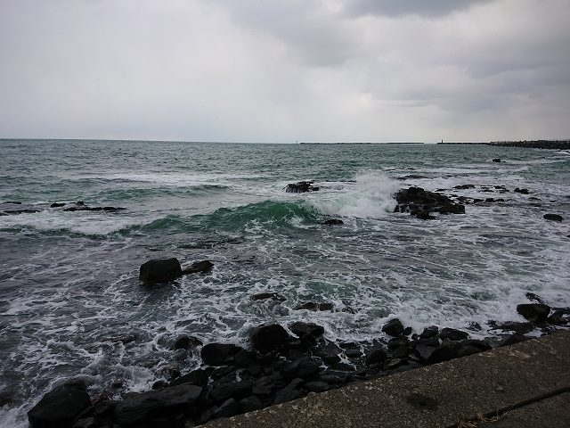 黄金岬の海