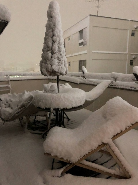 バルコニーの雪